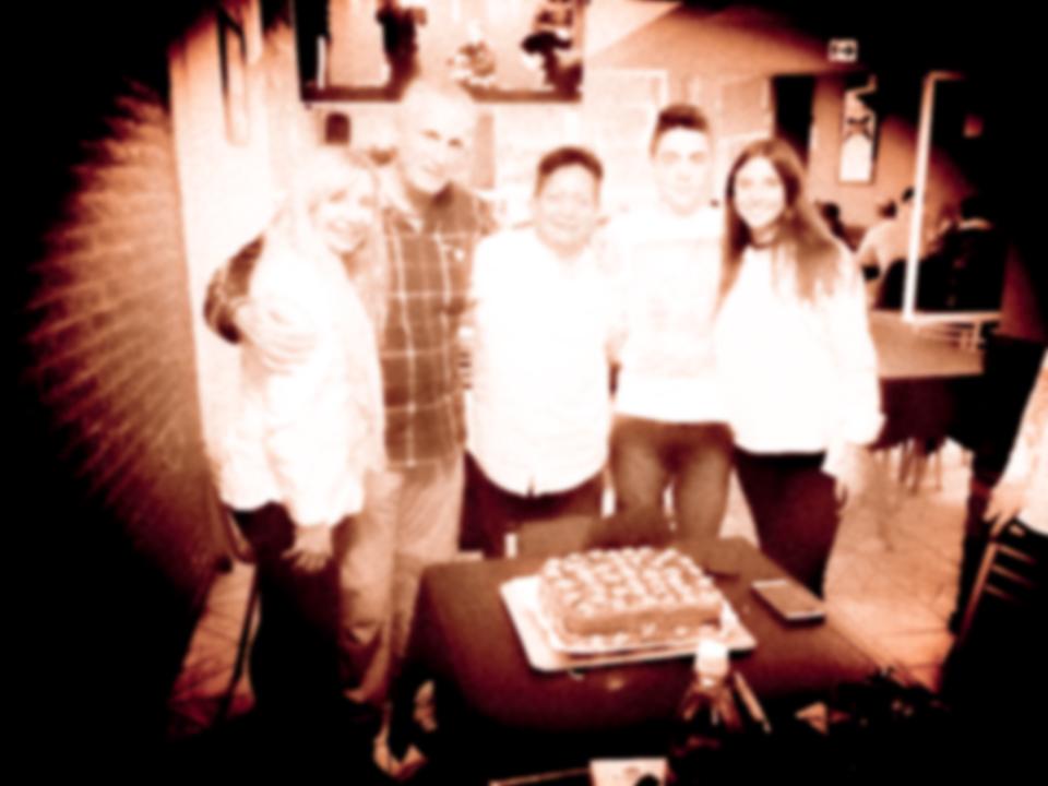 tierno familia blurred.jpg